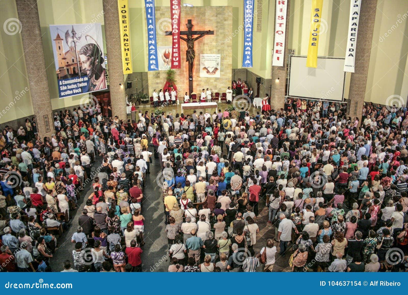 Download Katholieke Massa Ter Ere Van St Jude Day Redactionele Stock Afbeelding - Afbeelding bestaande uit christen, paulo: 104637154