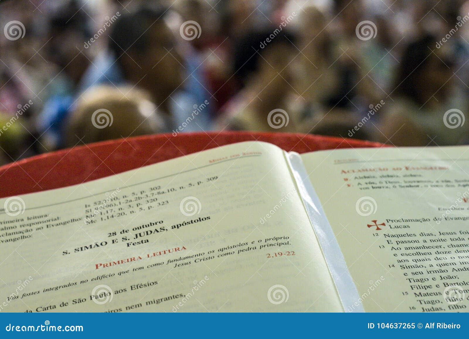 Download Katholieke Massa Ter Ere Van St Jude Day Redactionele Afbeelding - Afbeelding bestaande uit christendom, kerk: 104637265