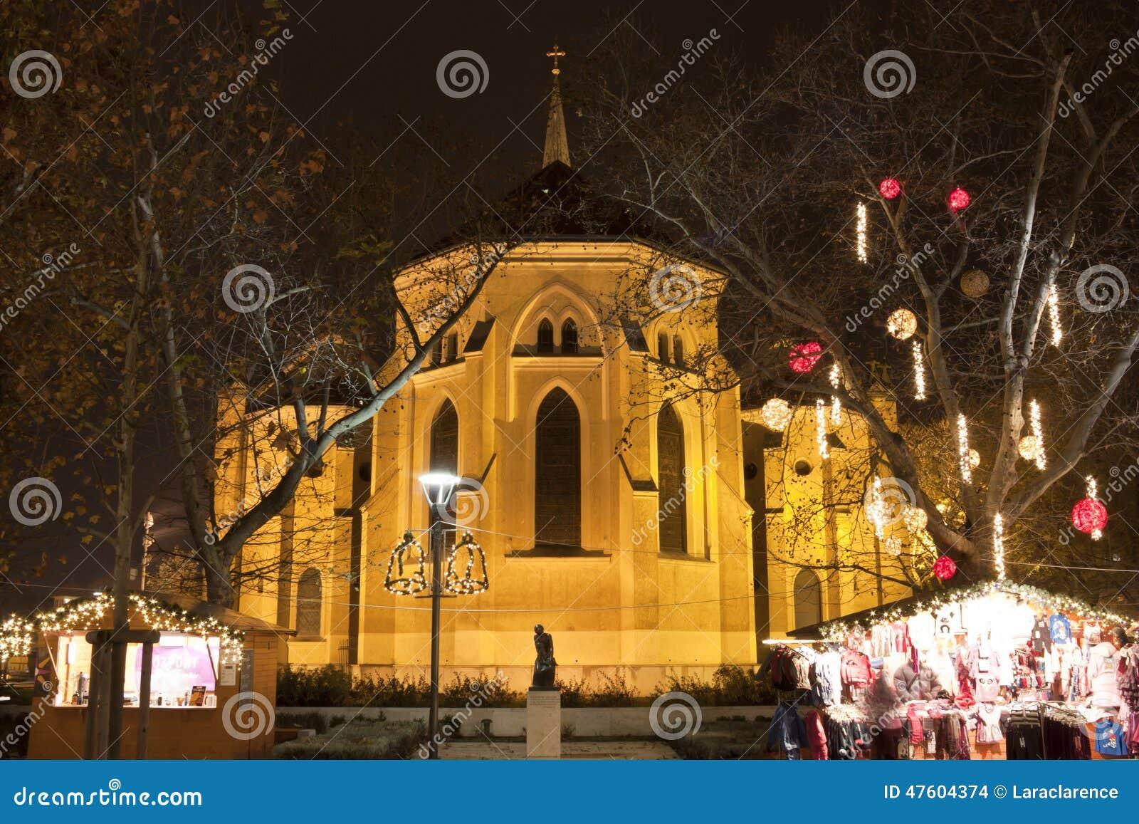 Katholische Kirche Zur Weihnachtszeit In Budapest Redaktionelles ...