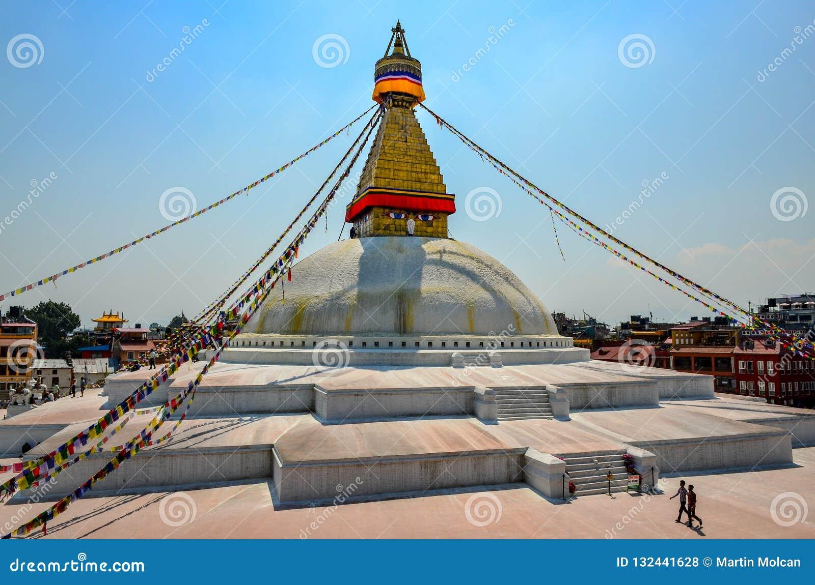 KATMANDU NEPAL - 18 April 2013: Boudanath för buddistisk tempel stupa, Katmandu, Nepal
