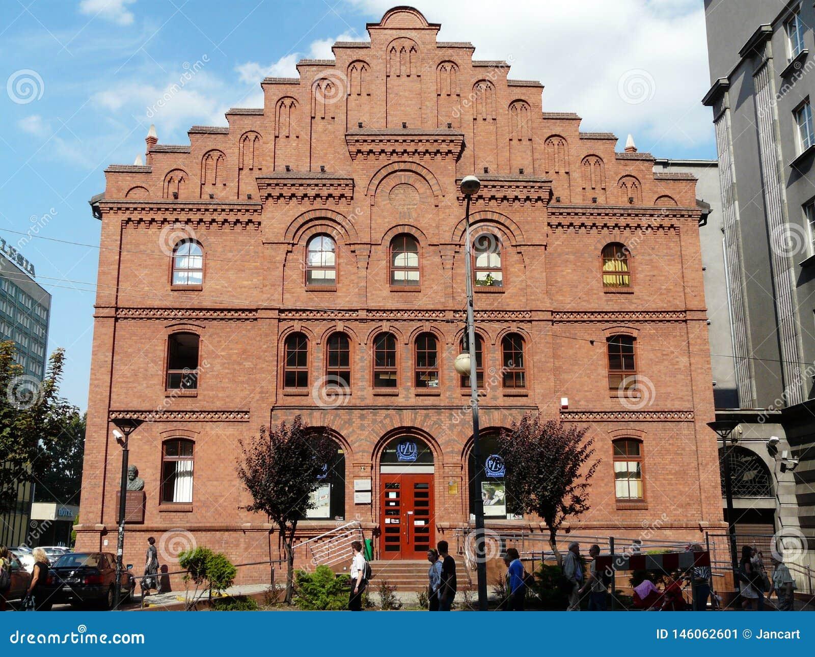 KATOWICE, SILESIA, edificio Polonia-hist?rico del pasillo municipal anterior en la calle de Mickiewicza