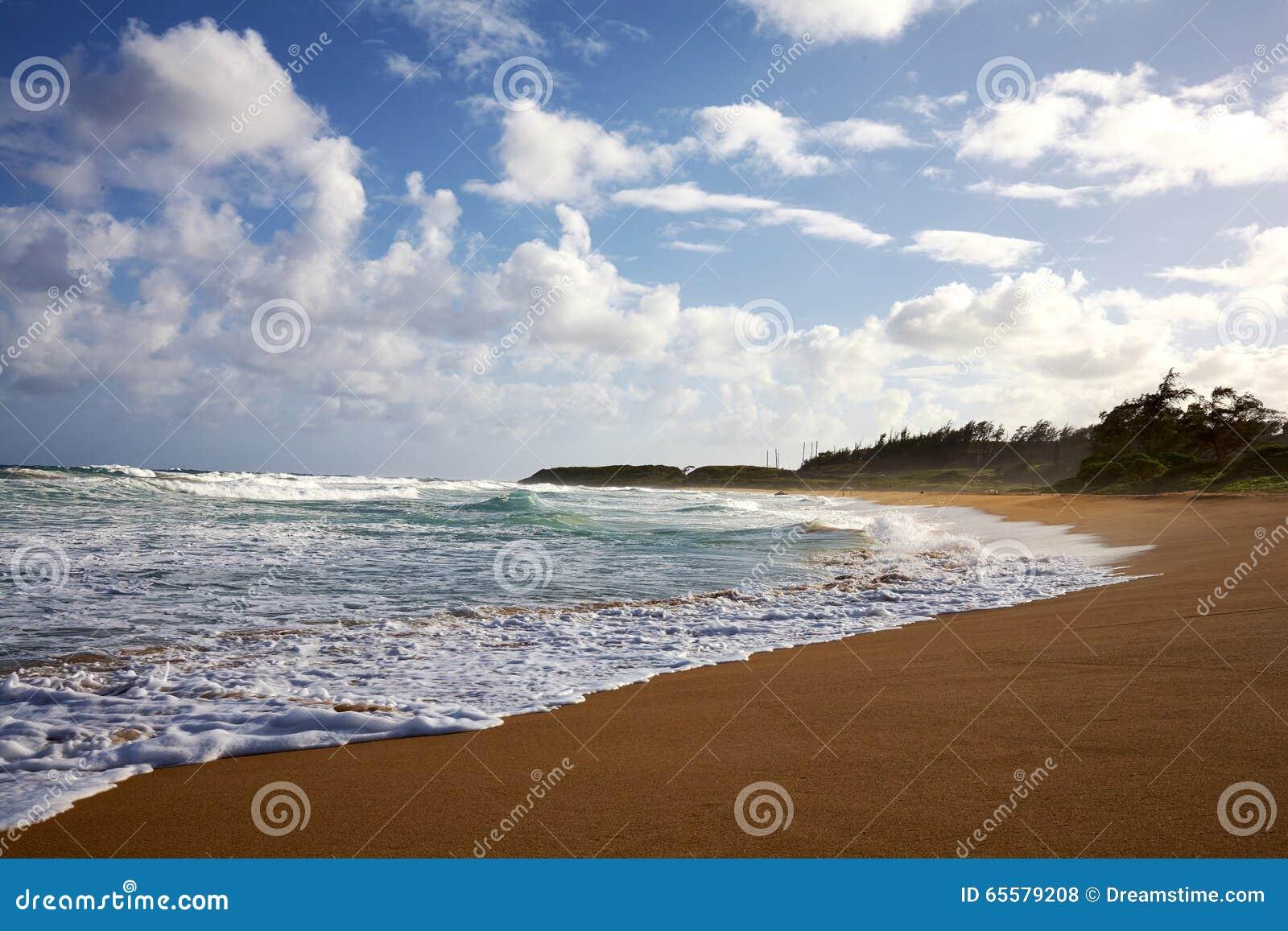 Kauai, Havaí escava um túnel a praia