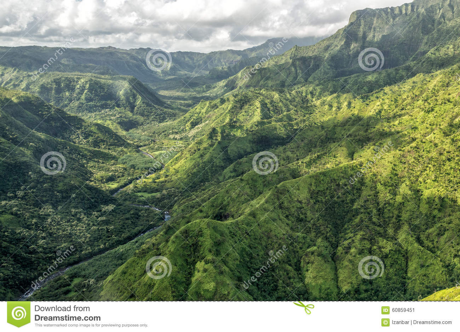 Kauai pone verde el escenario de película jurásico del parque de la opinión aérea de la montaña
