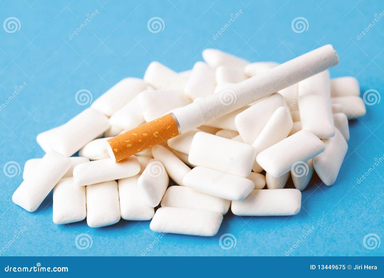 Kaugummis und Zigarette