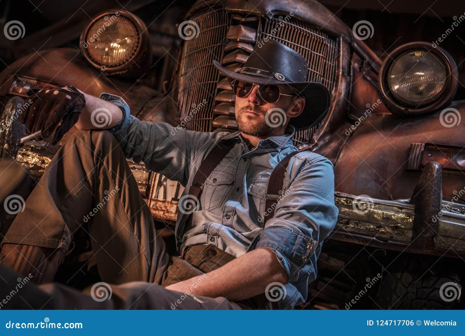 Kaukasischer Cowboy Barn Relax