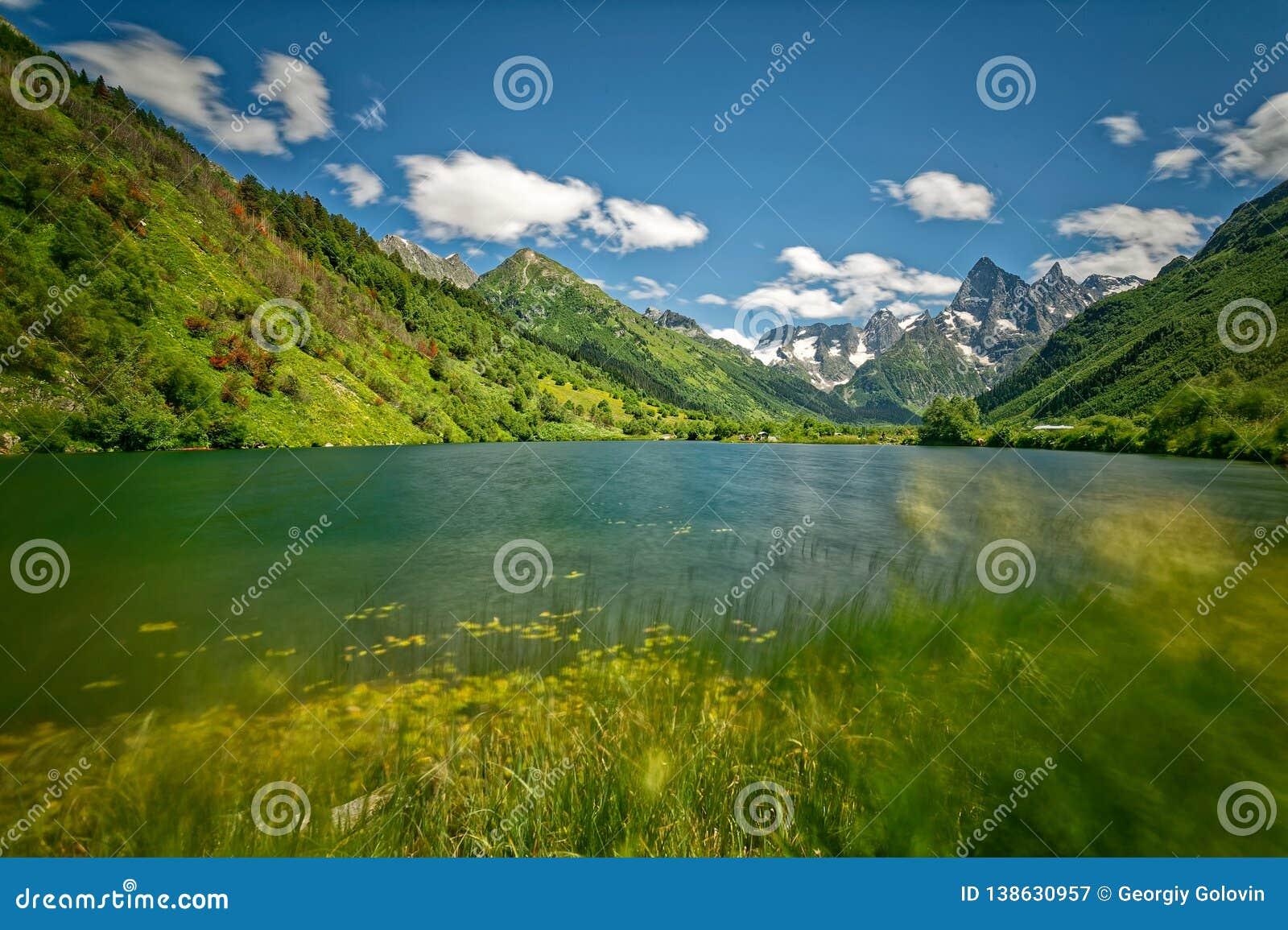 Kaukasus den Karachay-Cherkessia regionen, den Teberda reserven, sjön Tumanly-stelnar