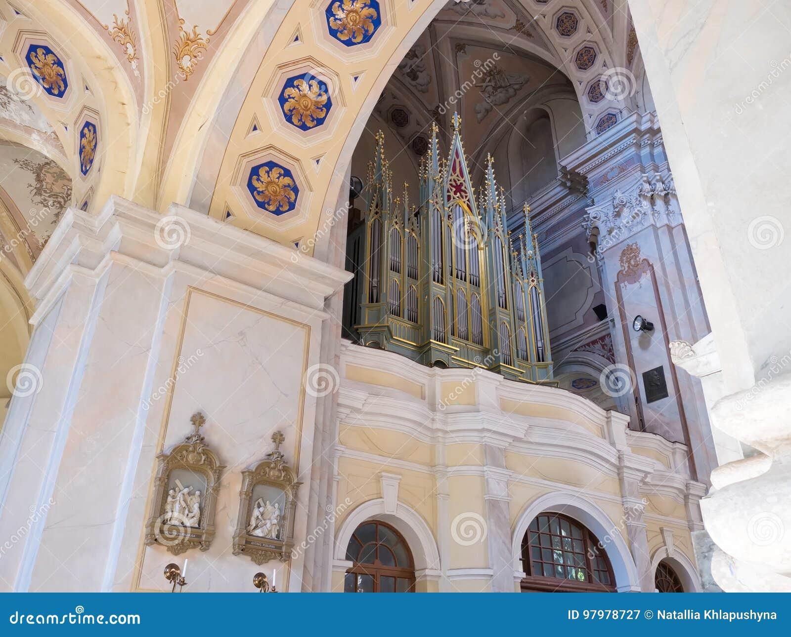 Kaunas Lithuania, Maj, - 12, 2017: muzykalny organ wśrodku Katedralnej bazyliki St Peter i Paul w Kaunas