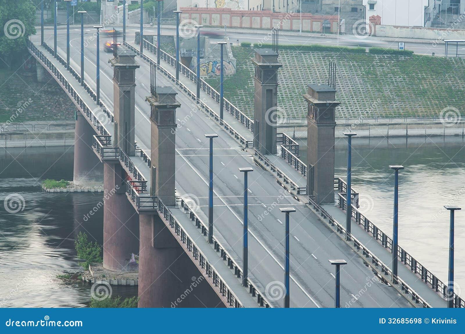 Kaunas, Lithuania. Vytautas Wielki most w mgle (Aleksotas)