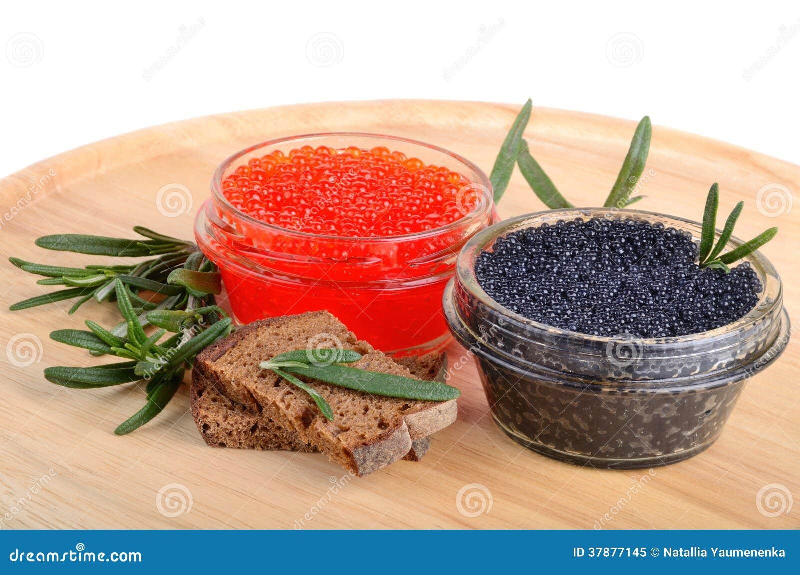 Kaviaar met brood en rozemarijn