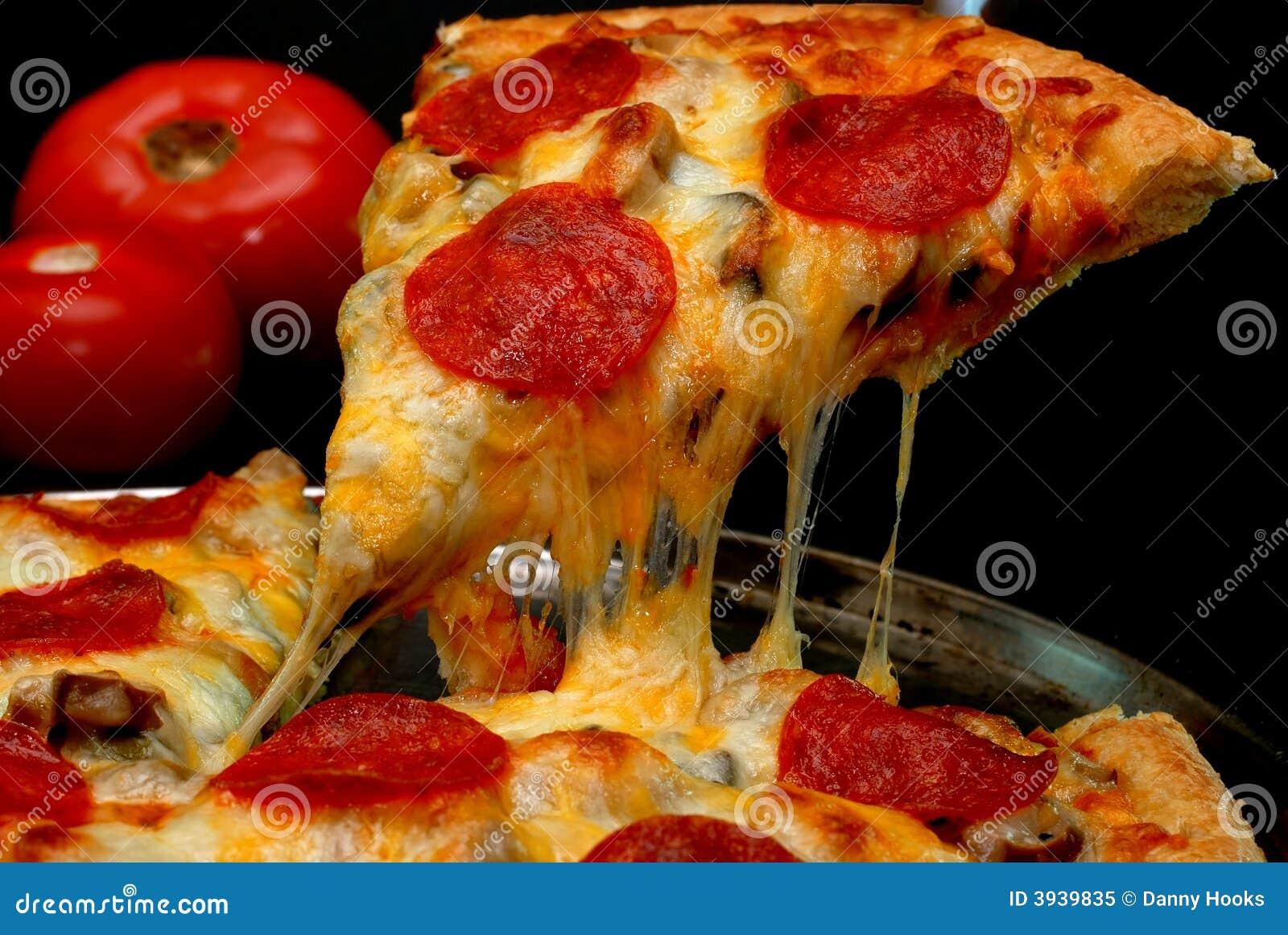 Kawałek pizzy pepperoni