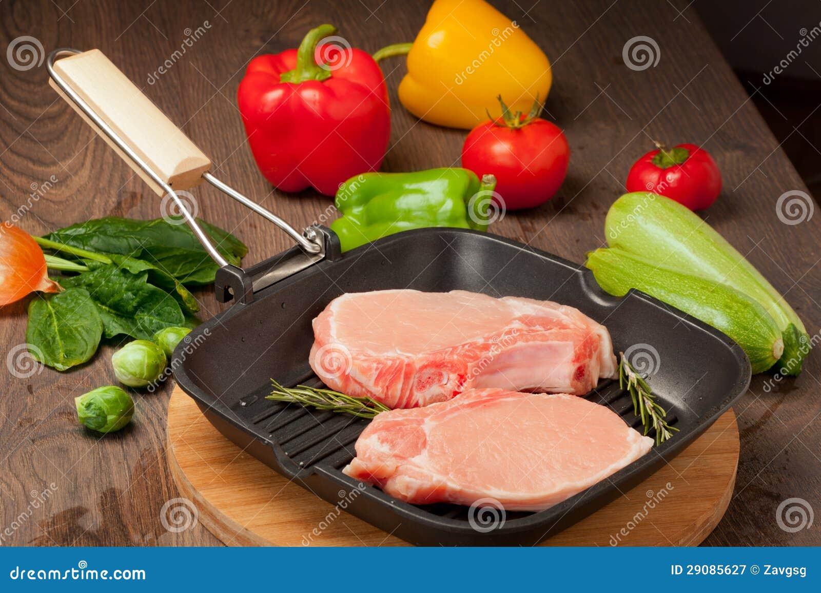 Kawałki surowy mięso