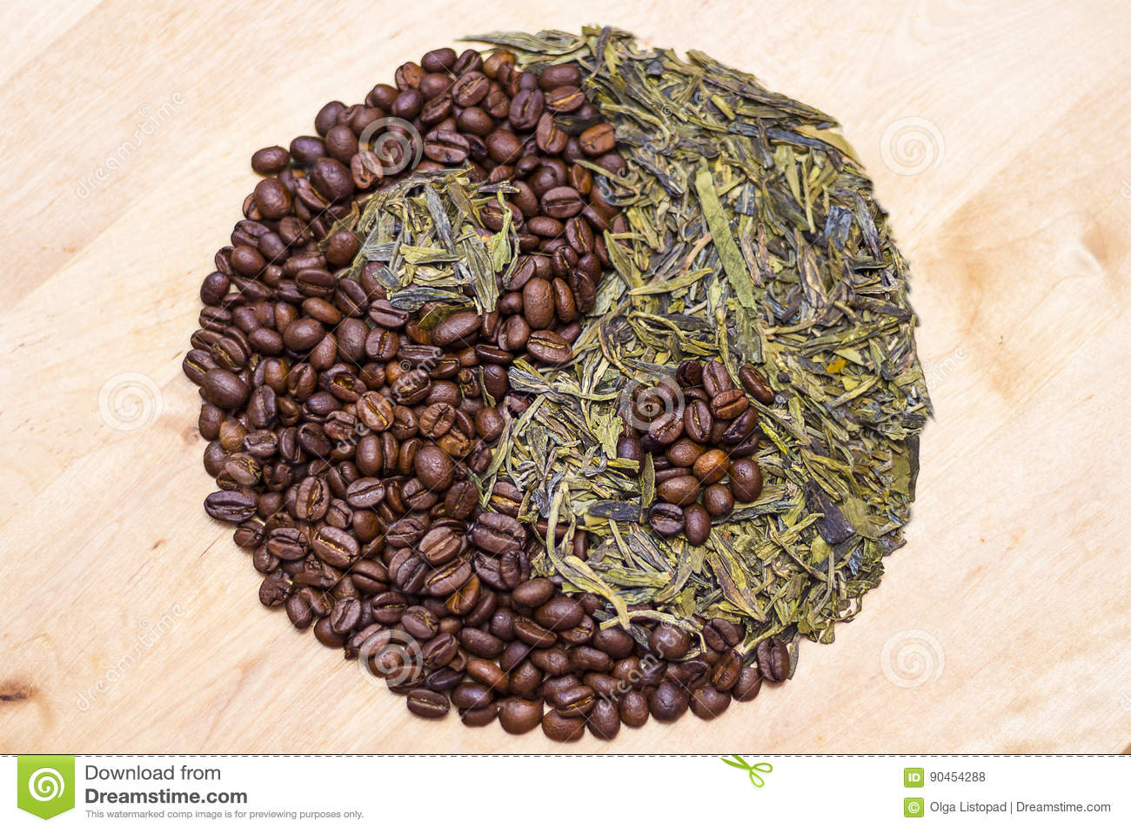 Kawa i zielona herbata w Yin Yang symbolu Pojęcie dla tonika napojów