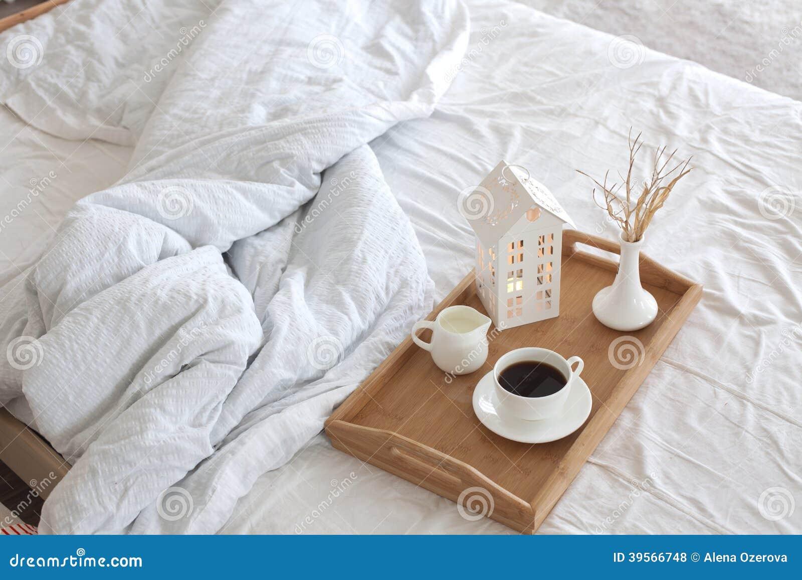 Kawa W łóżku Zdjęcie Stock Obraz Złożonej Z Sypialnia
