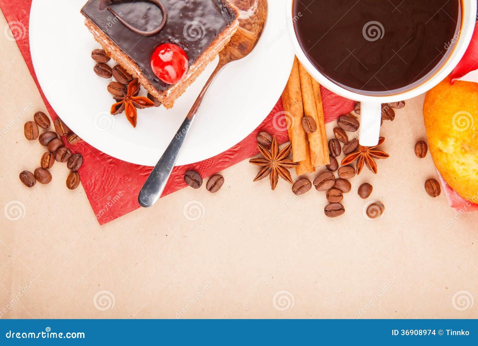 Kawa z pikantność i tortem