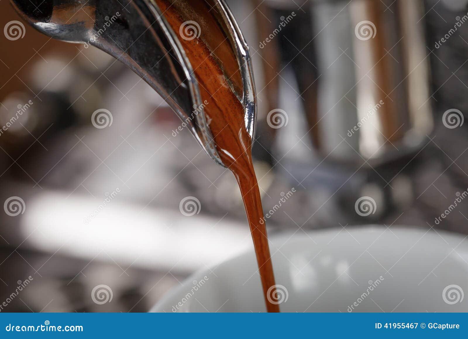 Kawowy ekstrakcja proces od fachowej kawy espresso maszyny