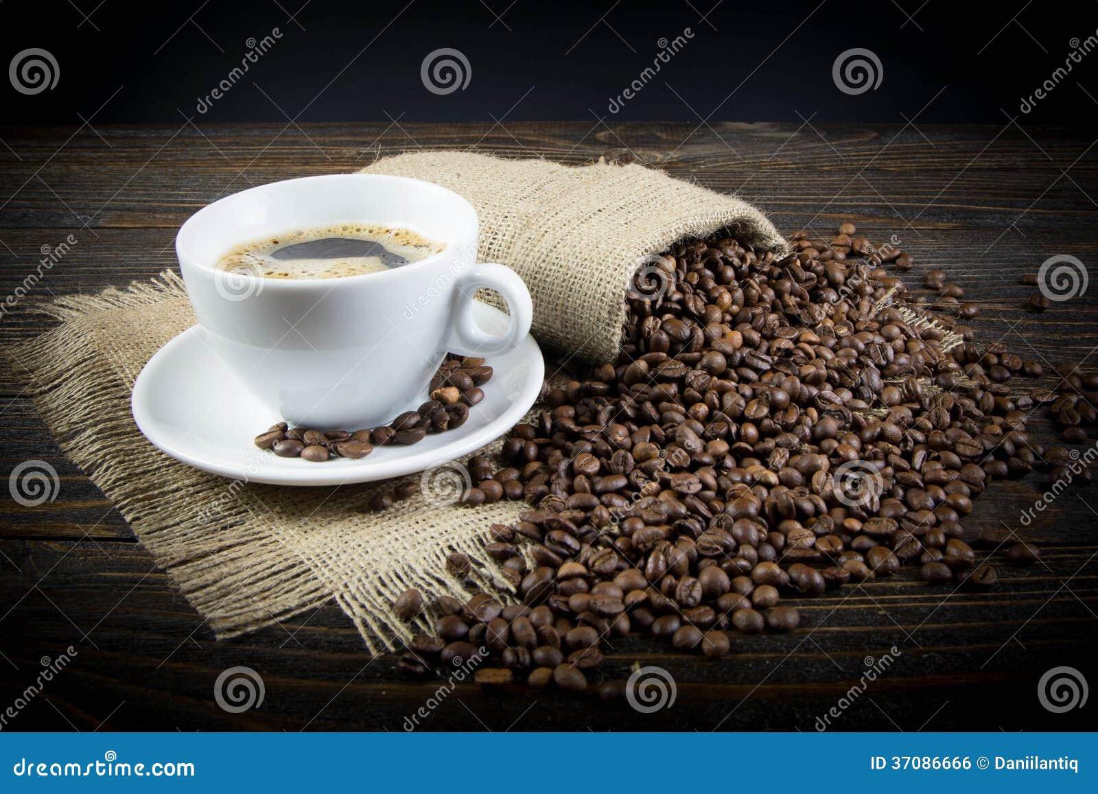 Download Kawowy tło zdjęcie stock. Obraz złożonej z cappuccino - 37086666