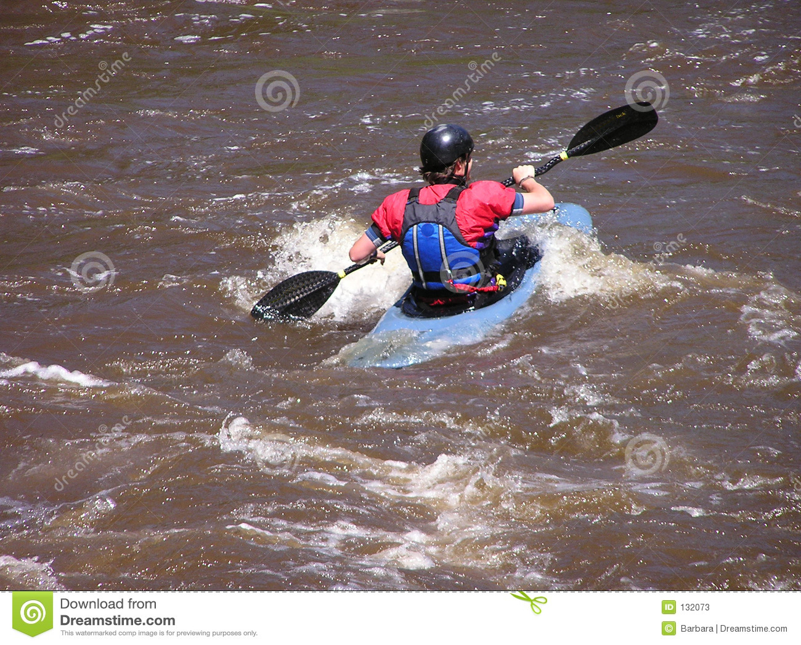 Kayaker 3 do rio