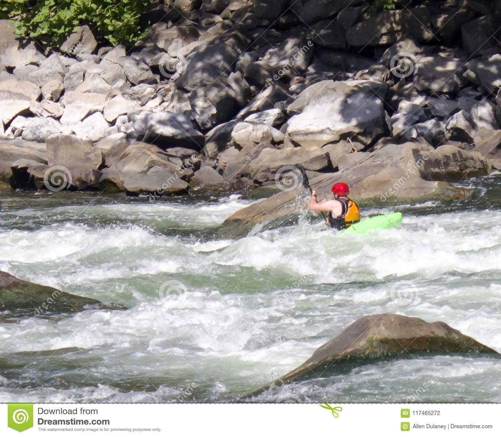 Kayaker strzela gwałtownych