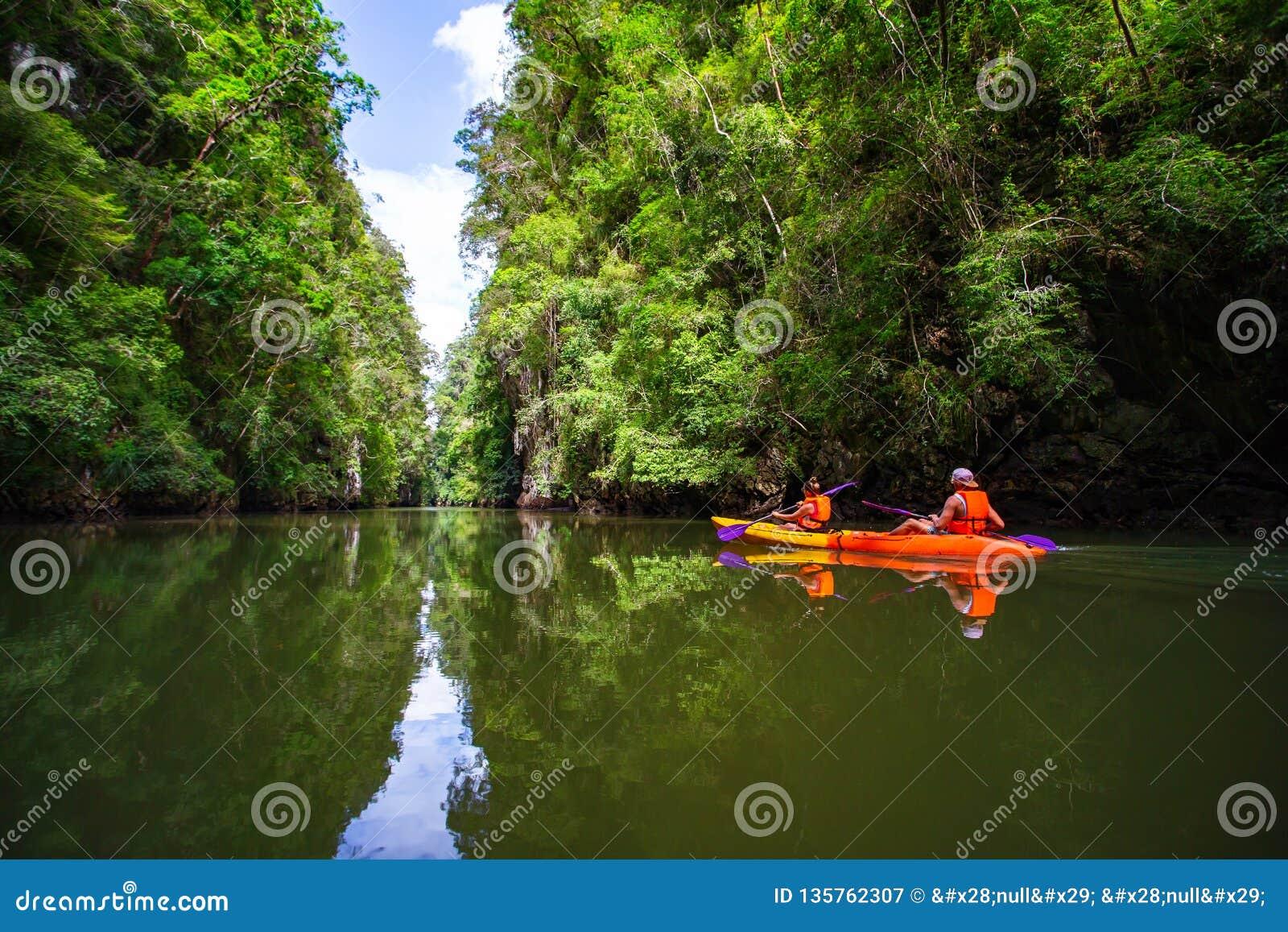 Kayaking przy Ao tha pas ruchu