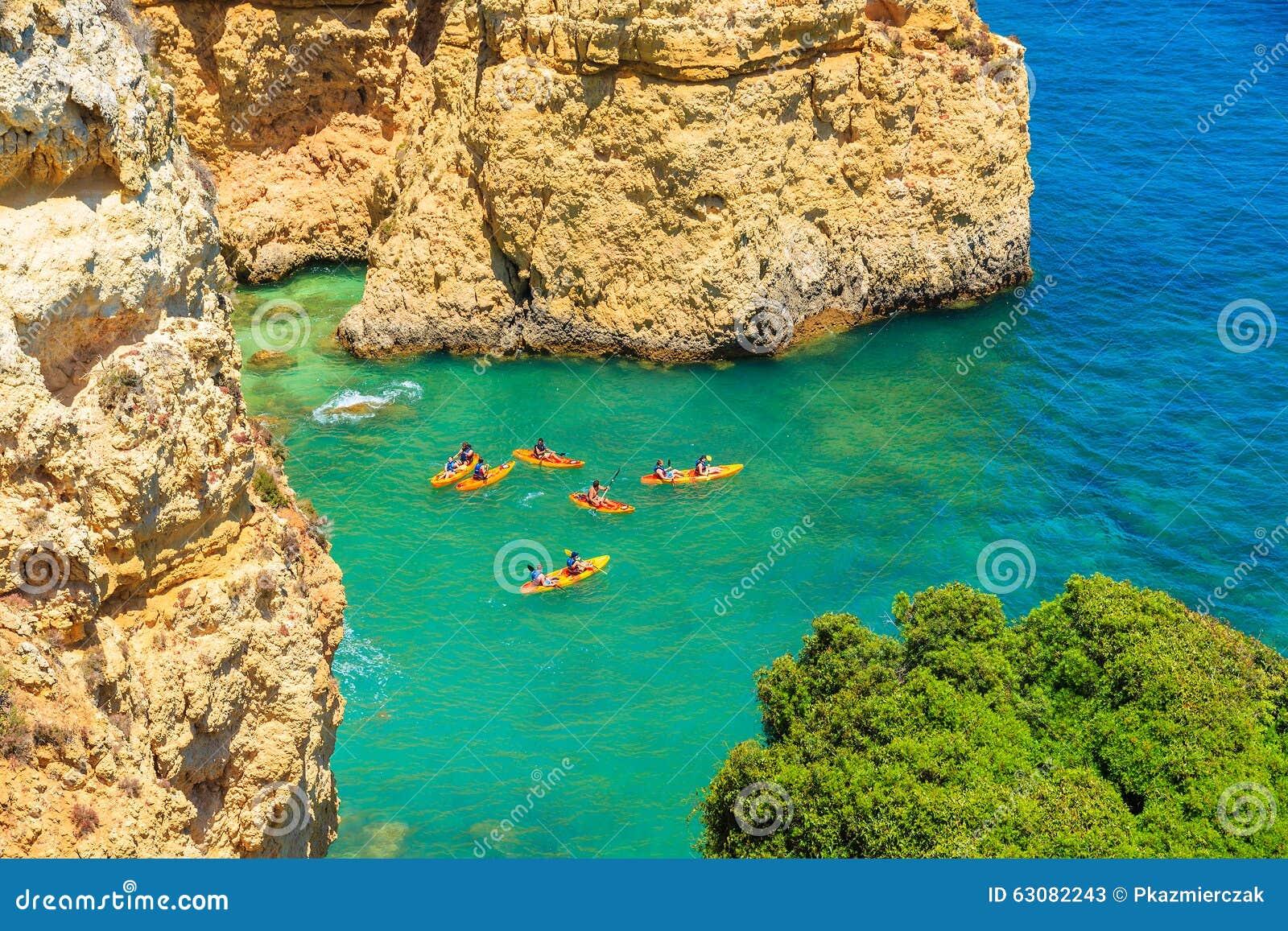 Download Kayaks Sur L'eau De Mer De Turquoise Photo stock éditorial - Image du sable, bleu: 63082243