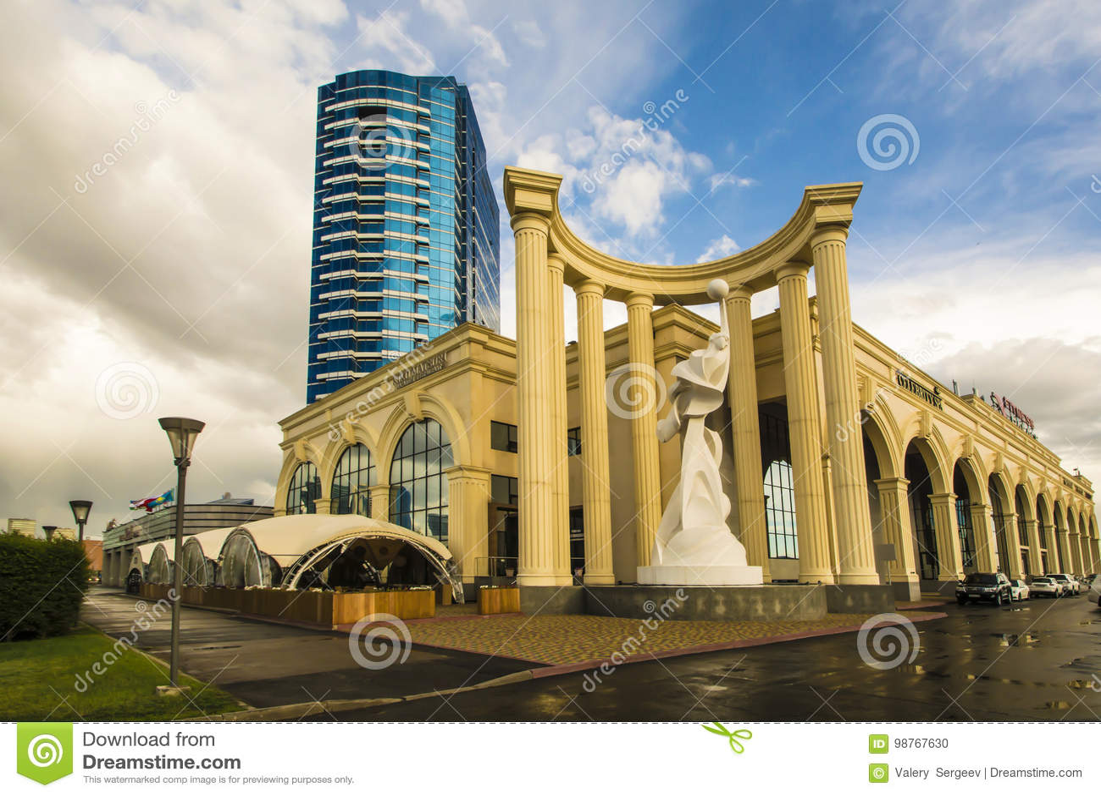 Kazakhstan astana Palazzo di forma fisica sul viale Turan