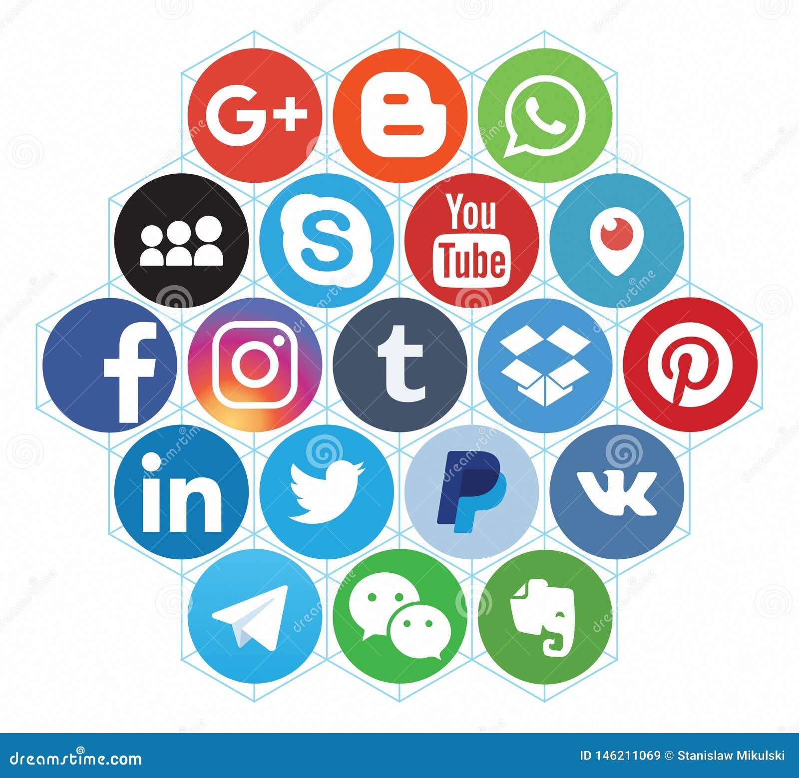 KAZAN, RUSSIA - 26 ottobre 2017: Raccolta del logos sociale popolare di media stampato su carta