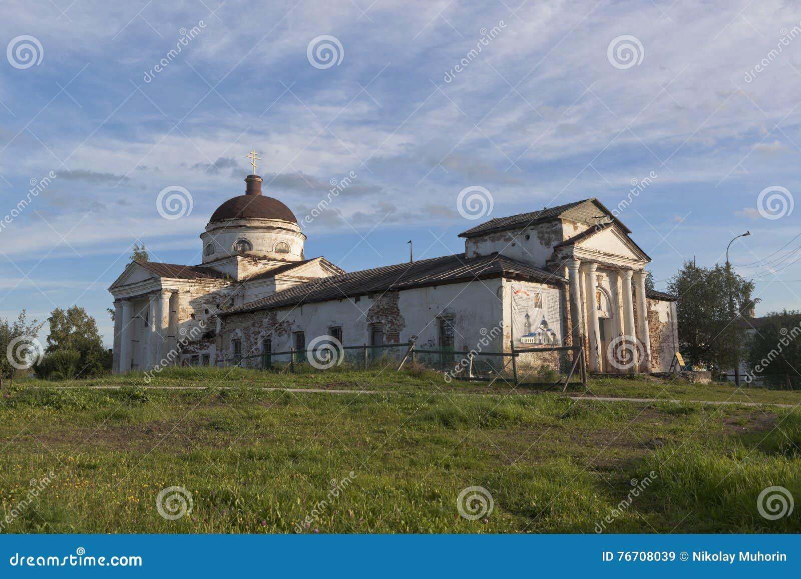 Kazansky domkyrkastad av Kirillov i den Vologda regionen, Ryssland