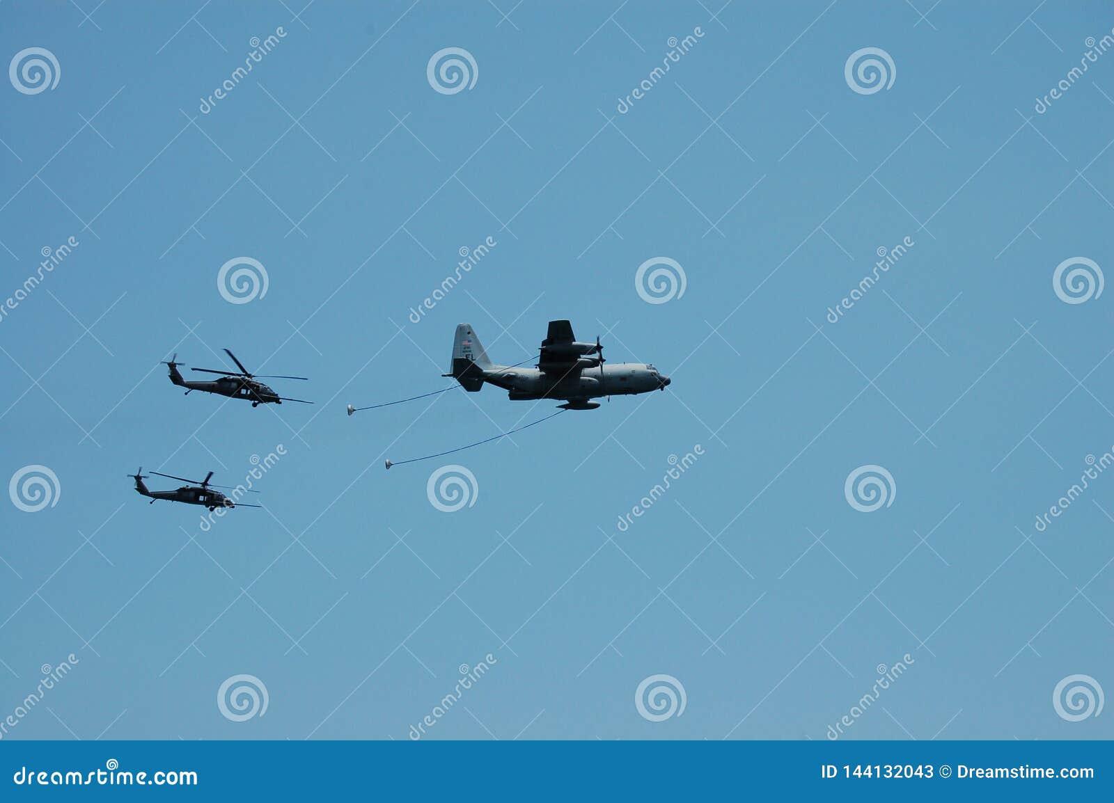 KC130 tankowa i Blackhawk helikoptery dla airshow