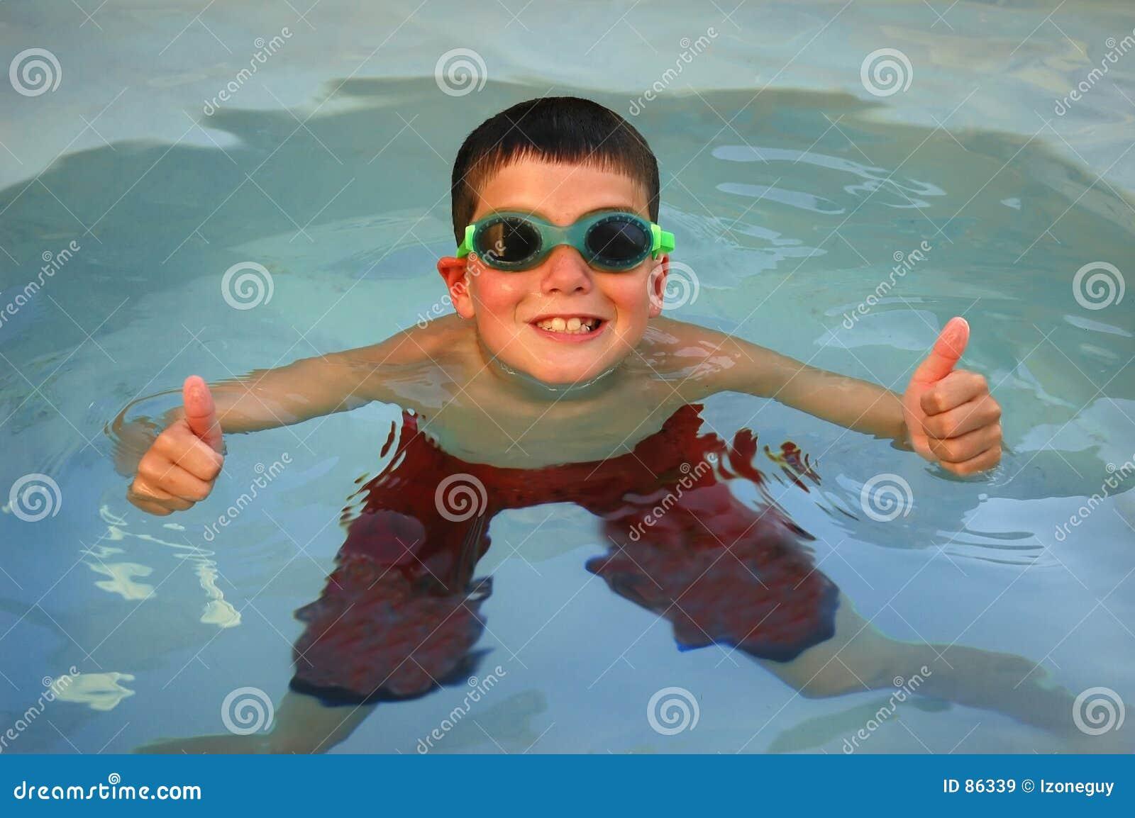 Kciuki w górę pływaków