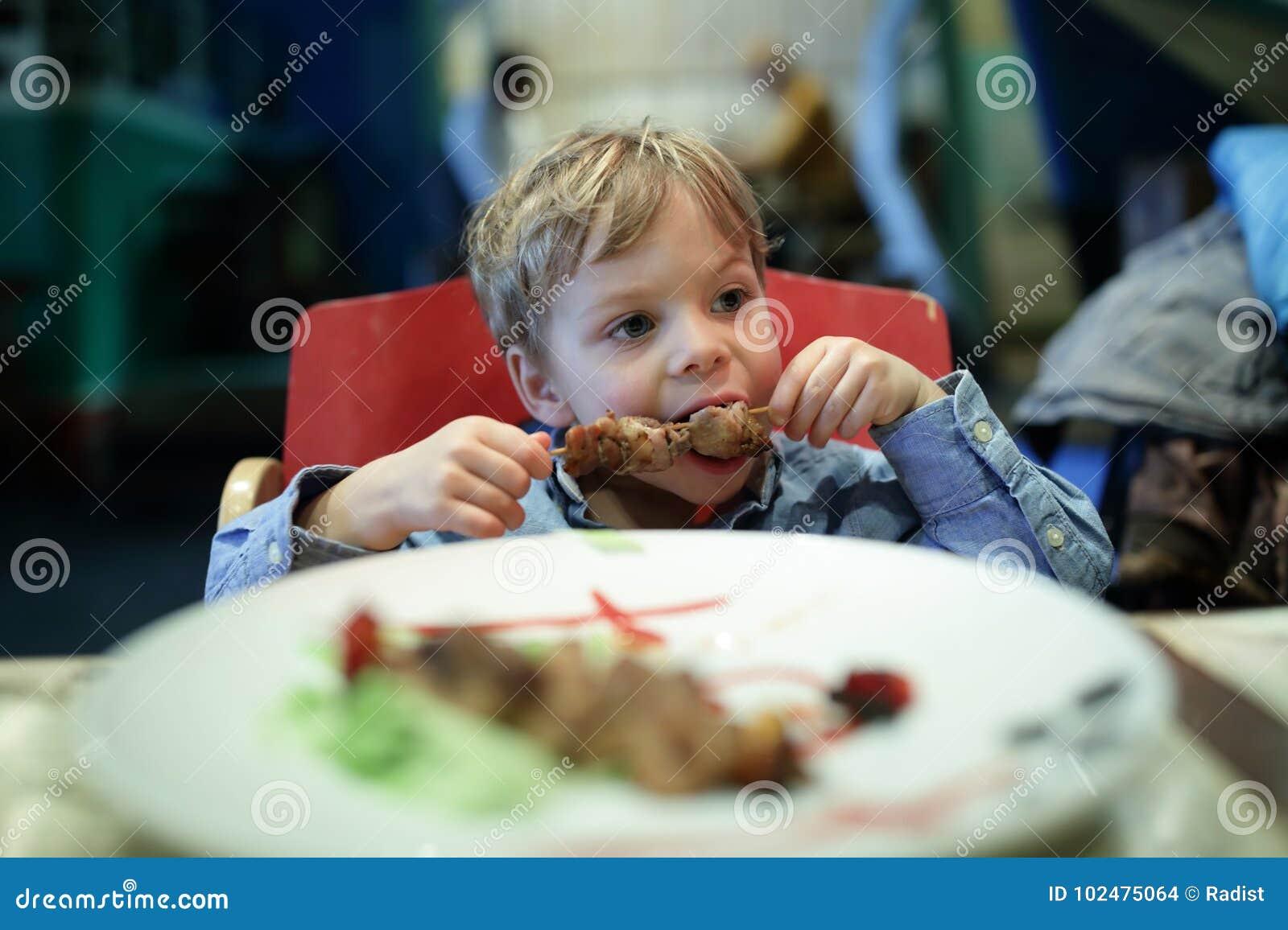 Kebab ребенк сдерживая