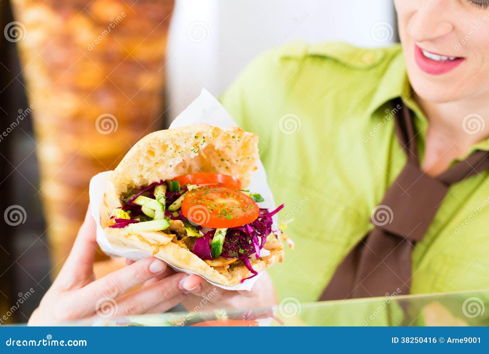Kebab -与新鲜的成份的热的Doner