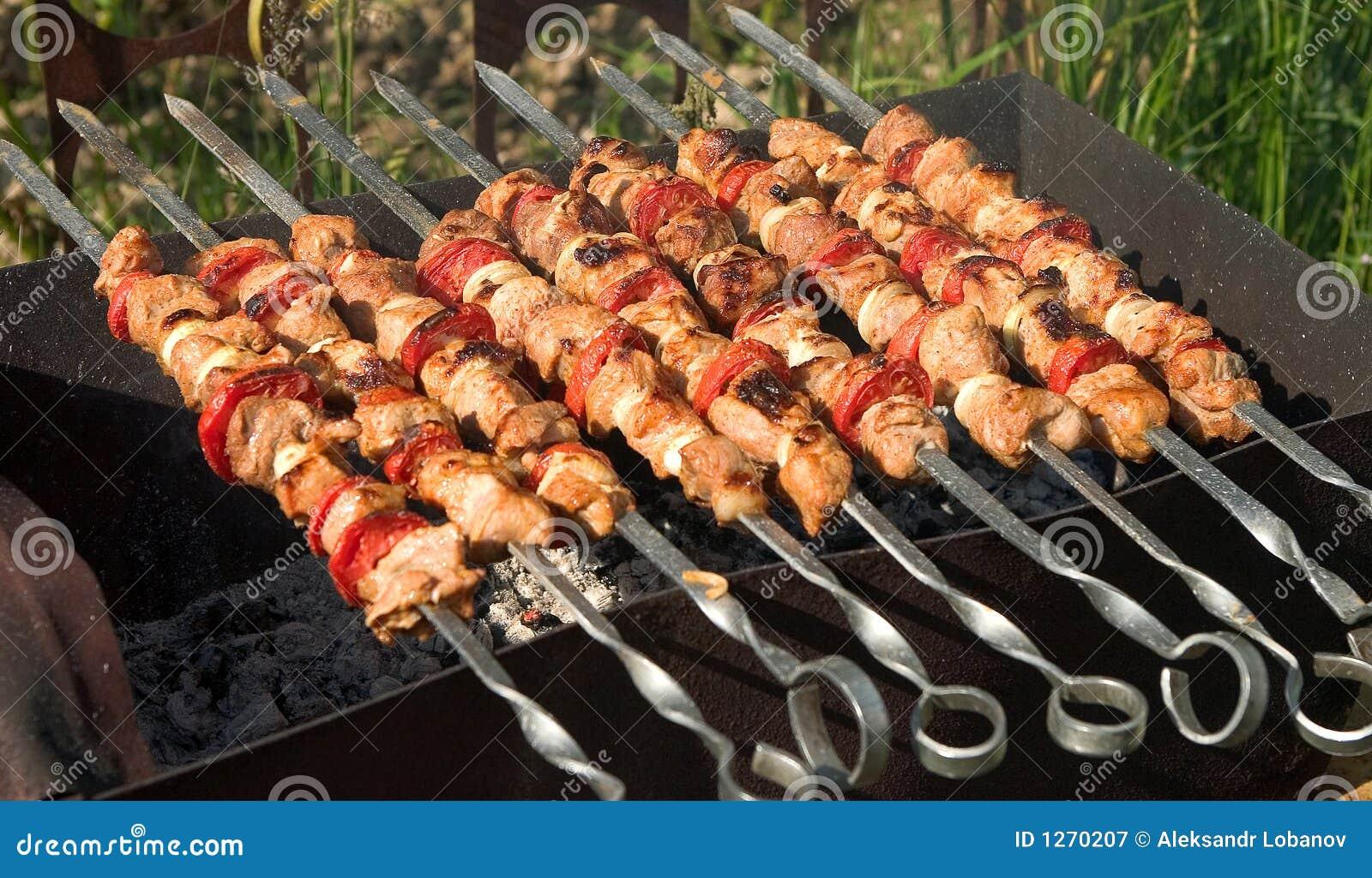 Kebab de Shish del cerdo con los tomates