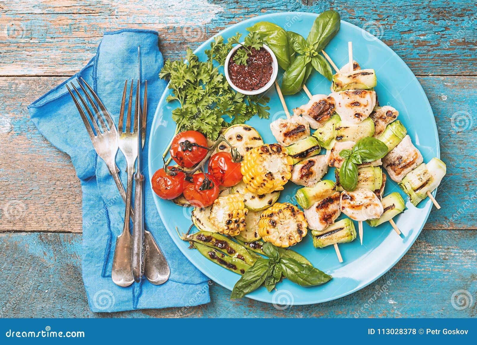 Kebab del pollo con el calabacín