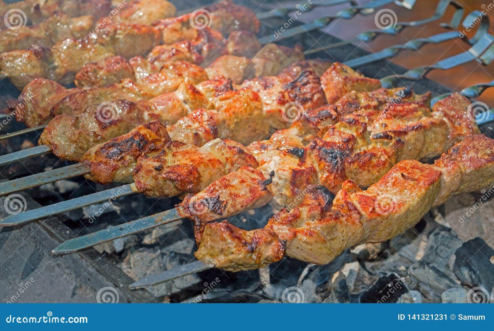 Kebab sugli spiedi