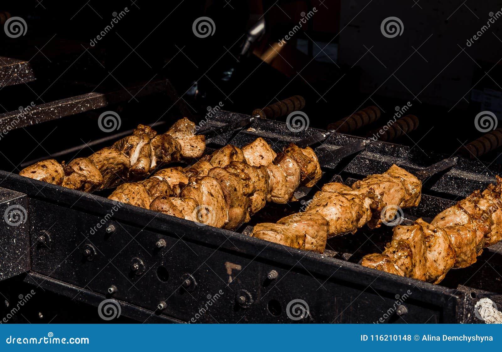 Kebabs na grillu