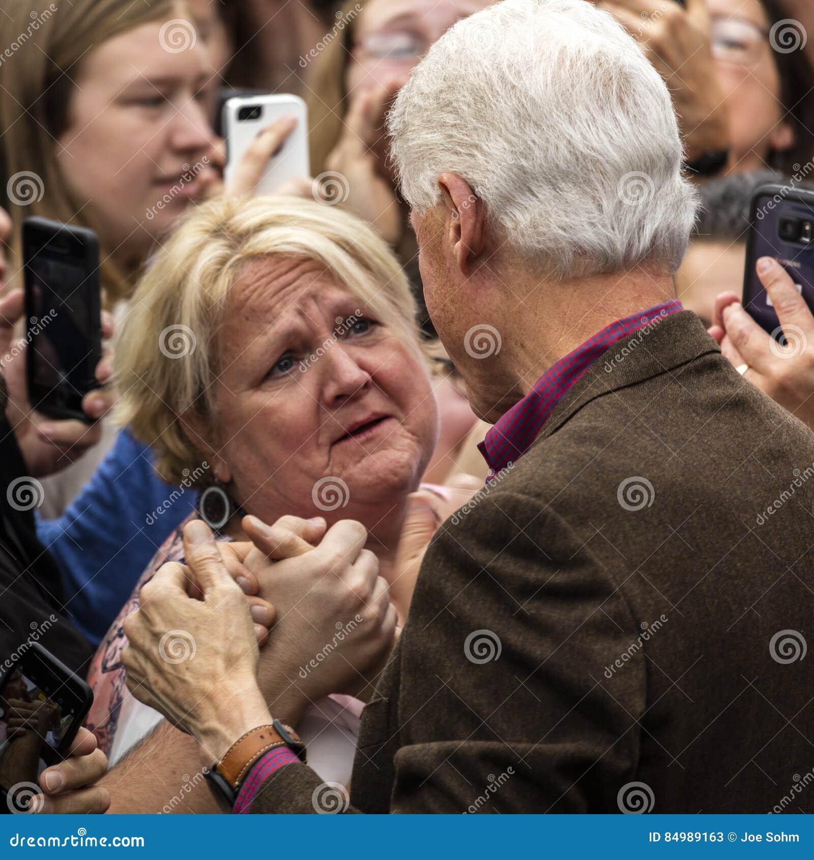 Keene, New Hampshire - 17 de outubro de 2016: U anterior S O presidente Bill Clinton faz campanha em nome de seu presidentia Demo