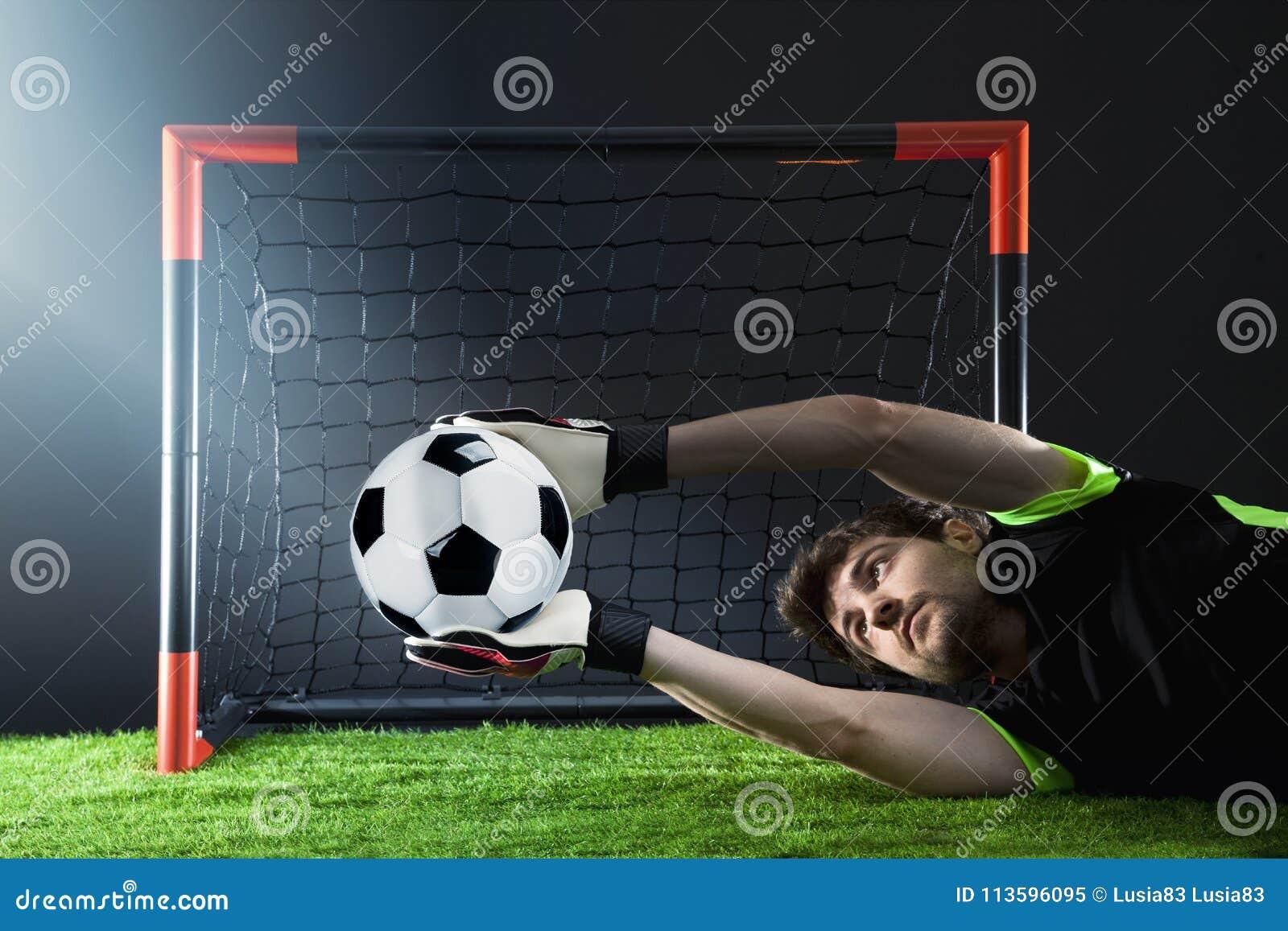 Keeper die een hoekschop verdedigen Voetbal Fotballgelijke Kampioenschapsconcept met voetbalbal