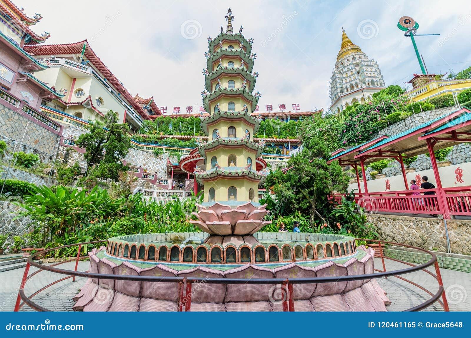 Kek Lok Si tempel en buddistisk tempel som placeras i luft Itam i Penang