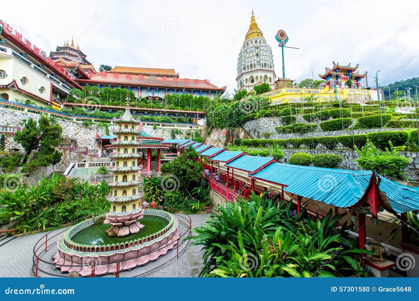 Kek Lok Si tempel en buddistisk tempel som placeras i luft Itam i Penang Det är en av de bästa bekanta templen på ön