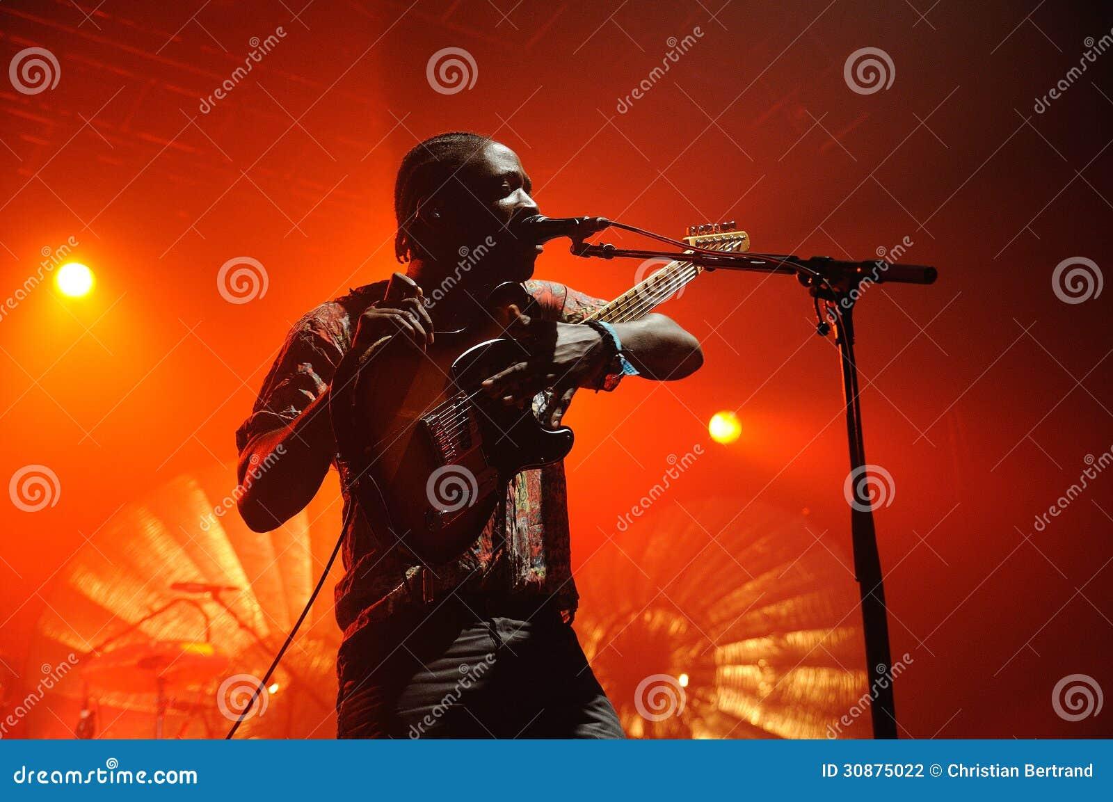Kele Okereke prawo ziemi i rytmu indie zespół rockowy Bloc Party gitarzysta.
