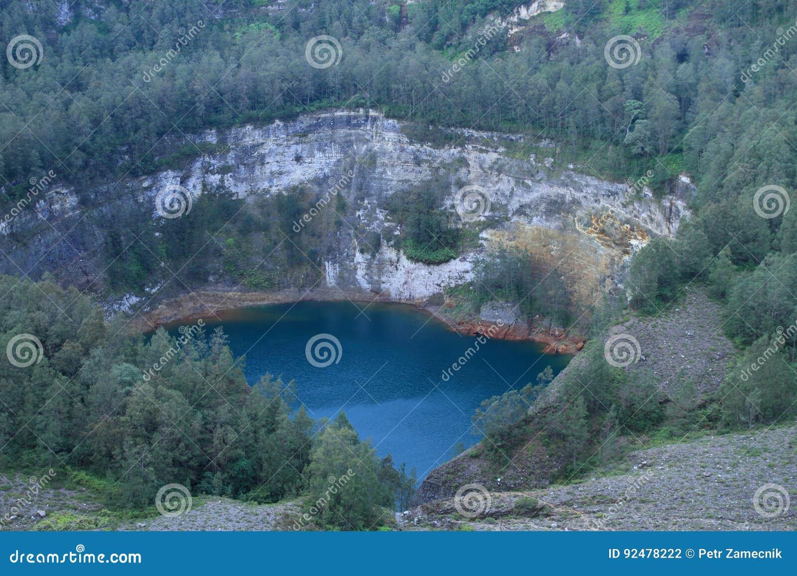Kelimutu - unique lake Tam