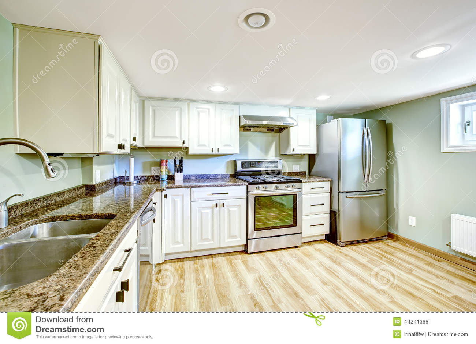 Kellerküchenraum Schwiegermutterwohnung Stockfoto - Bild von ...
