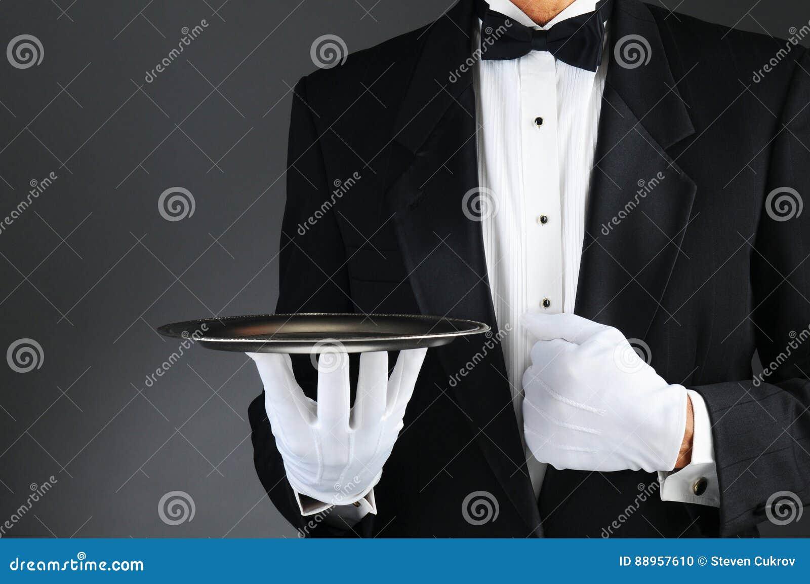 Kelner z srebną tacą