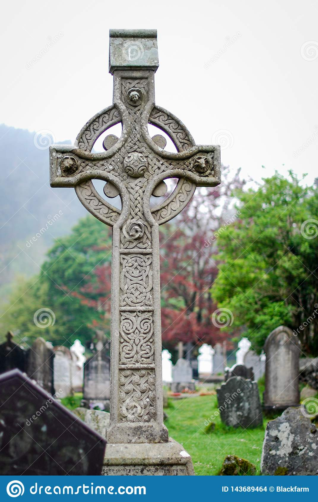 Keltiskt kors i en cementery på Glendalough Irland