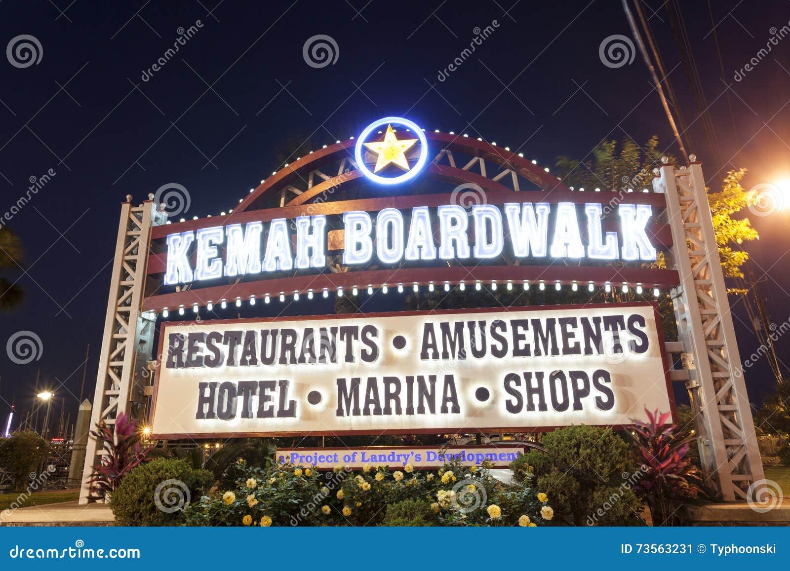 Kemah Boardwalk wejście przy nocą