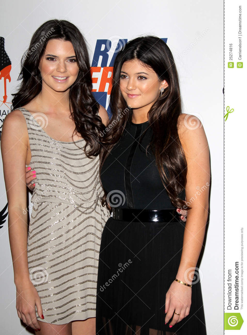 Kendall Jenner, Kylie Jenner Arrives At The 19th Annual ...
