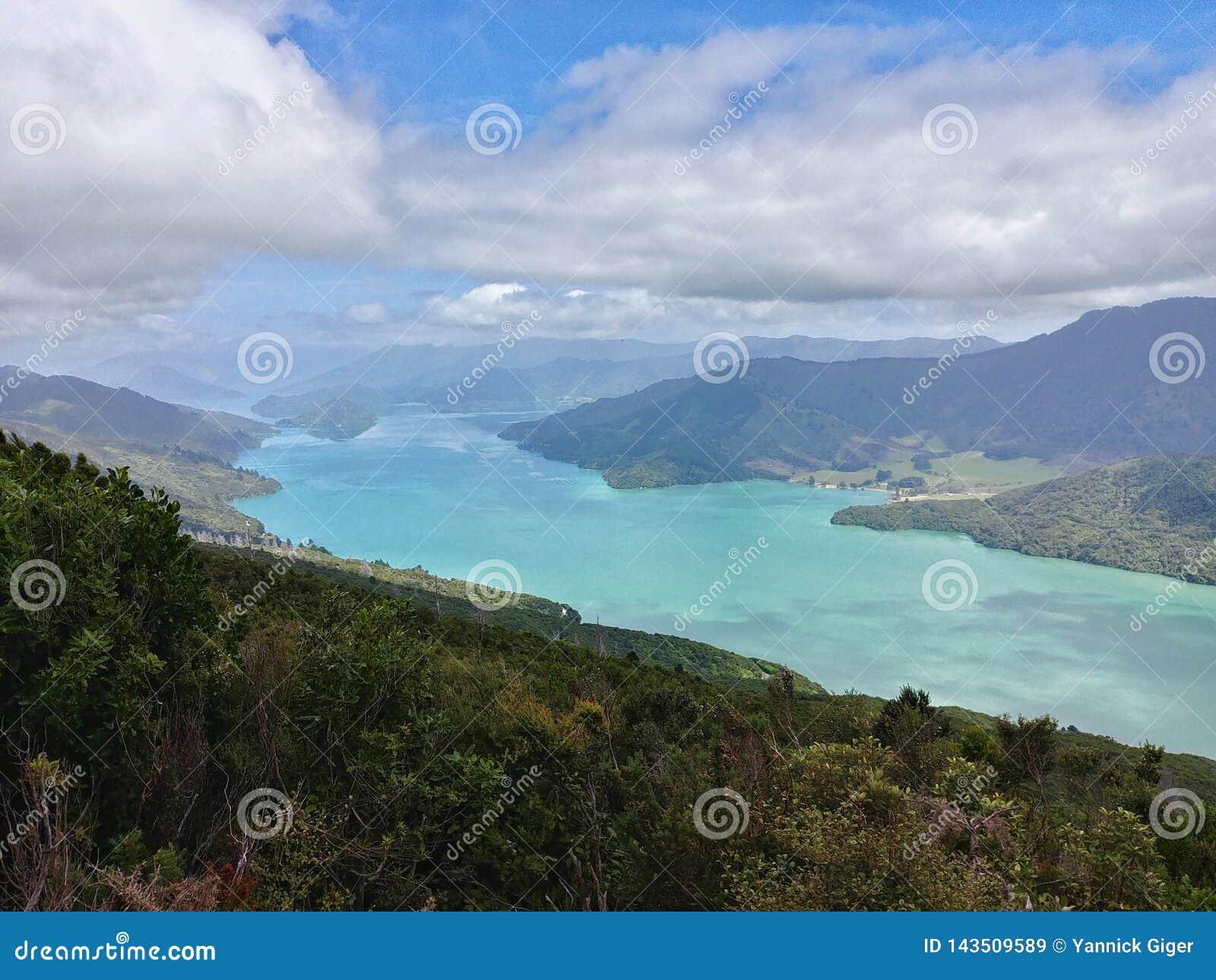 Kenepuru ljud som sett från drottningen Charlotte Track, Nya Zeeland