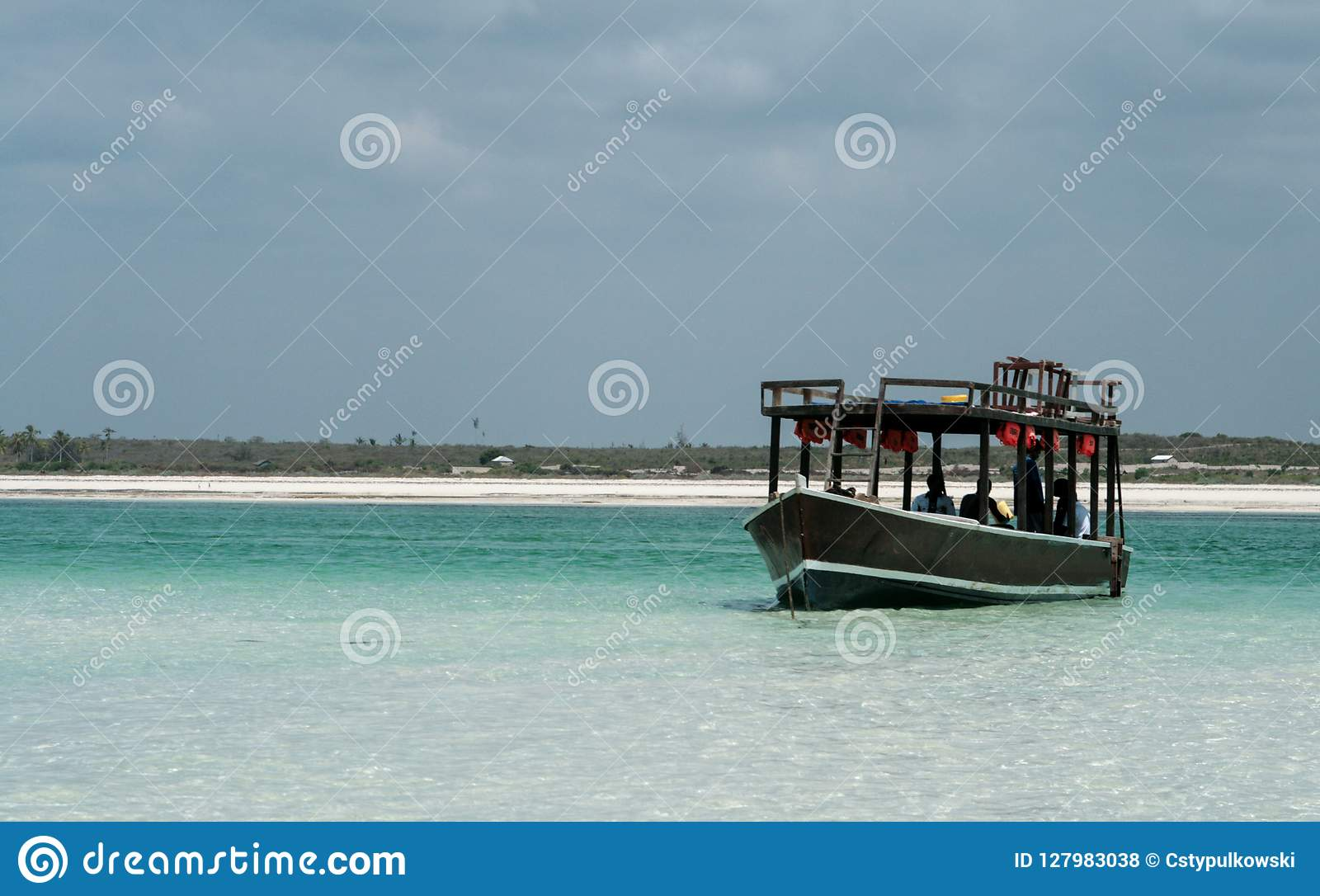 Kenia, Mombasa, 03/25/2018 - Boote auf Ozean