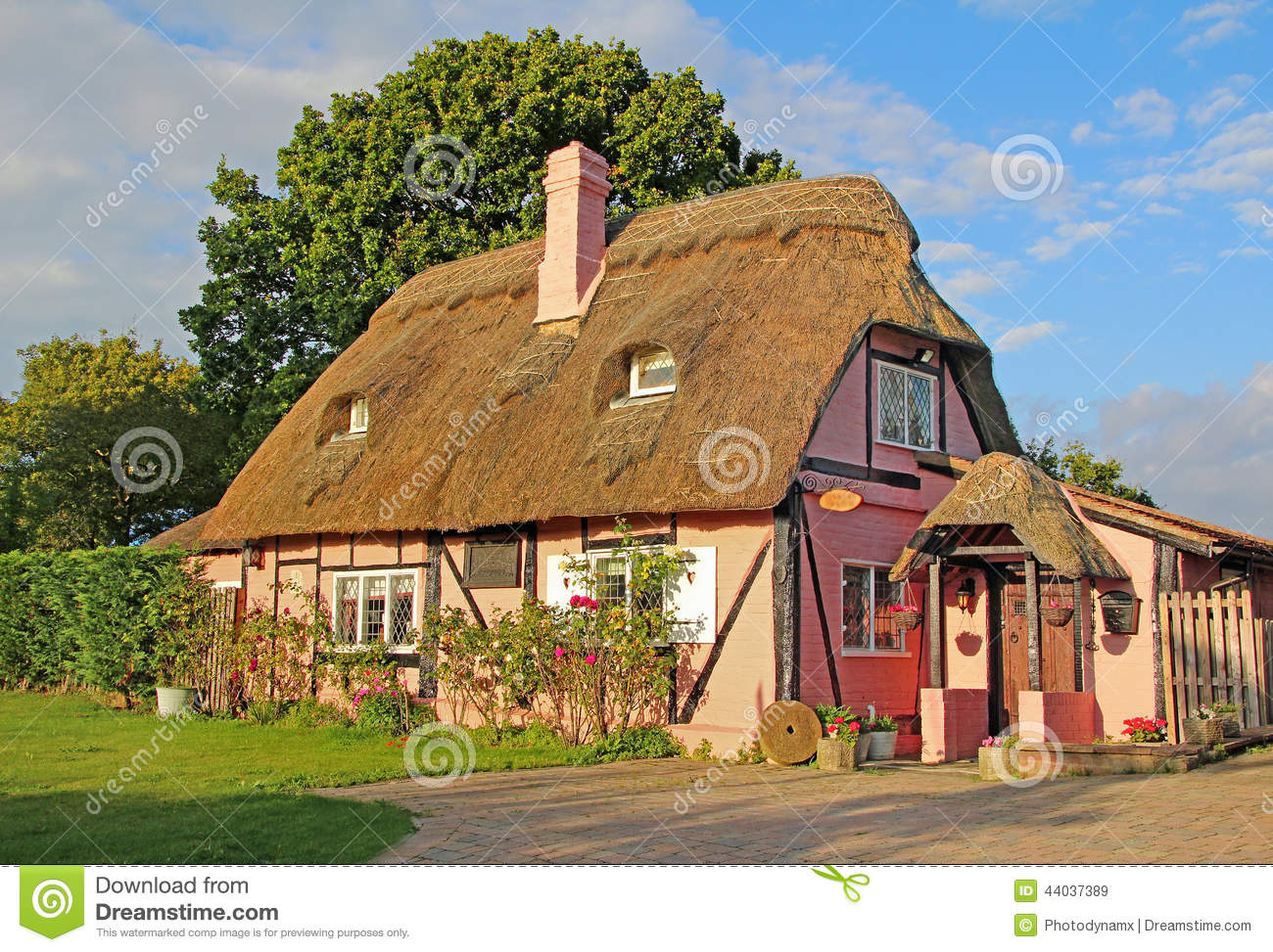 Kent country thatch cottage
