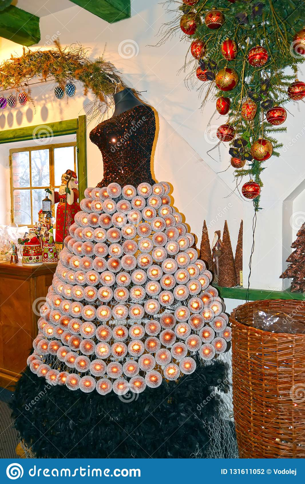 Factory Balls Christmas.Kentshin Poland The Female Dummy Decorated With Christmas